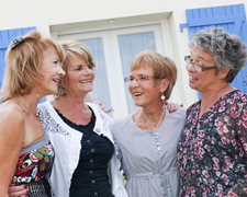 LIVING GOLDEN GIRL STYLE - MORE AND MORE BOOMERS ARE BECOMING ROOMMATES